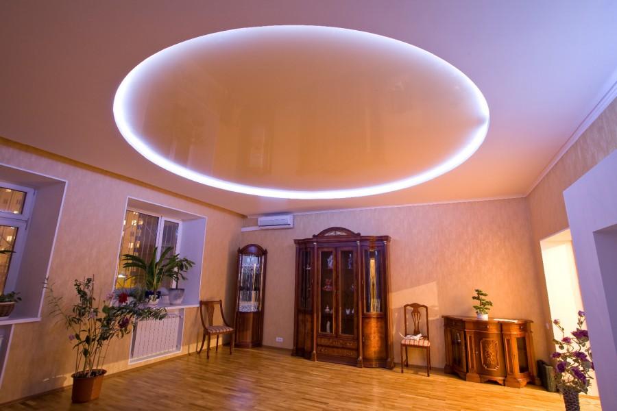 Картинки натяжных потолков для зала с подсветкой одноярусные